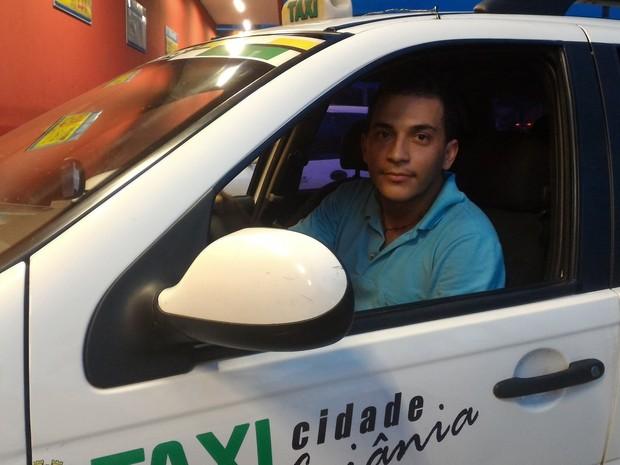 Taxista Eudione afirmou que acredita que concorrência com Uber é desleal Goiânia Goiás (Foto: Vanessa Martins/G1)