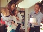 Jessica Alba ganha festa surpresa em seu aniversário