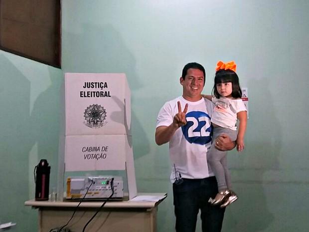 Candidato Marcelo Ramos (PR) vota em Manaus (Foto: Suelen Gonçalves/G1 AM)