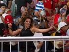 De shortinho curto, Viviane Araújo se empolga em festa junina no Salgueiro