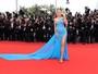 Blake Lively exibe barriguinha de grávida no Festival de Cannes