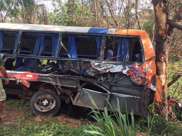Além dos três óbitos, outras sete pessoas ficaram feridas no acidente  (Foto: Regina Santana / TV Mirante Caxias)