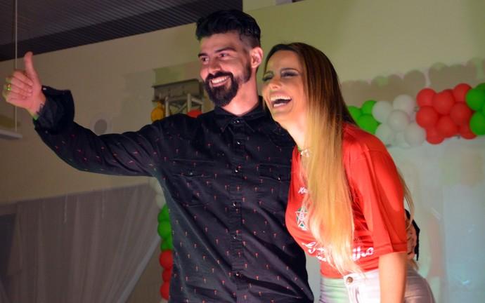 Radamés e Viviane Araújo conversaram com o público e agradeceram o apoio dos torcedores (Foto: Régis Melo)
