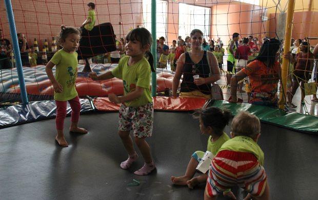 Pula-pula foi uma das atrações do evento (Foto: Marcos Dantas/ Globoesporte.com)