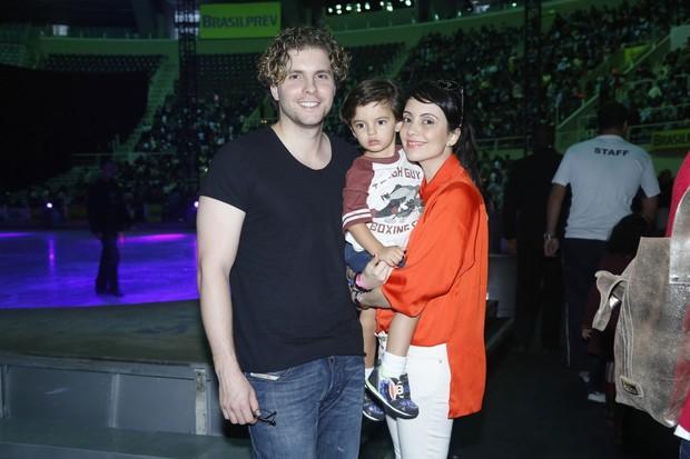 Thiago Fragoso com a família (Foto: Roberto Filho / AgNews)
