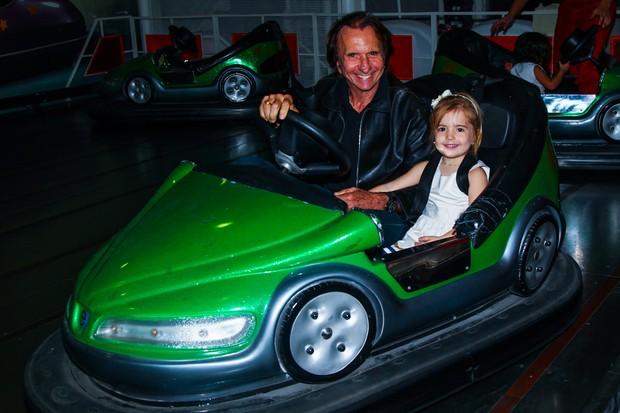 Emerson Fittipaldi com a filha Vitoria (Foto: Manuela Scarpa/ Foto Rio News)