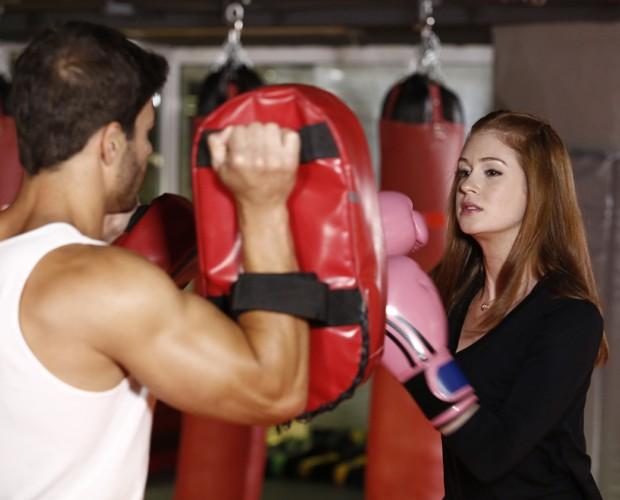Marina é faixa amarela no kickboxing (Foto: Fábio Rocha/Gshow)