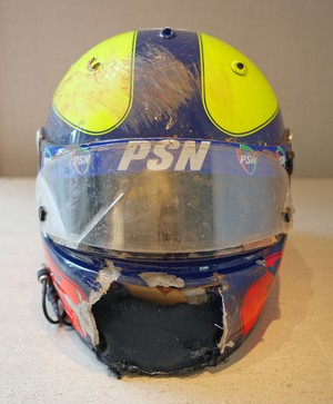 Capacete de Luciano Burti do acidente no GP da Bélgica de 2001 (Foto: Arquivo Pessoal)