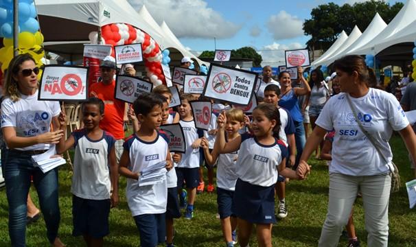 Crianças participam de atividade durante a Ação Global (Foto: Divulgação/Marcio Facco)