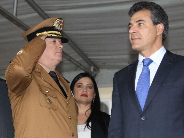 Coronel César Vinicius Kogut e Beto Richa (Foto: Orlando Kissner/Agência Estadual de Notícias/Divulgação)