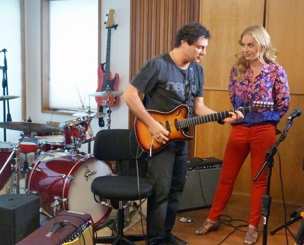 Frejat canta um de seus sucessos para Angélica (Foto: Estrelas/TV Globo)