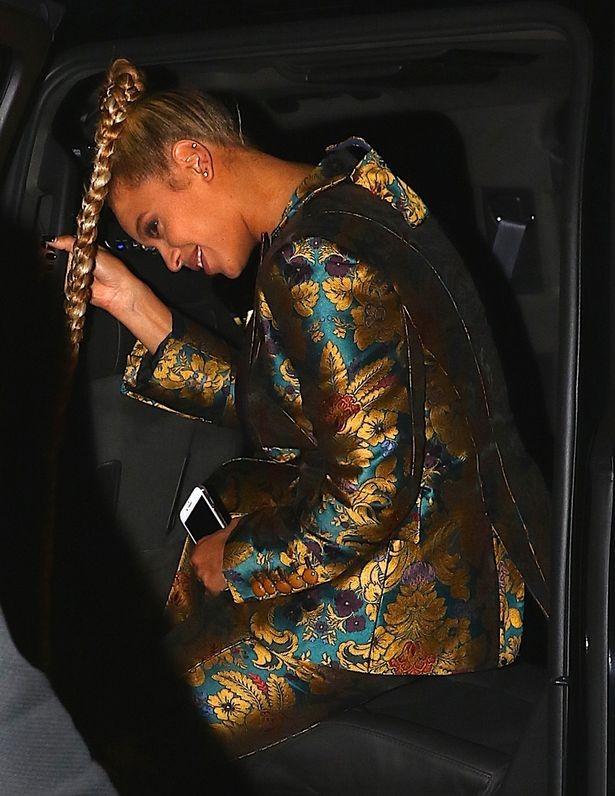 Beyoncé festeja com Jay Z (Foto: AKM-GSI )