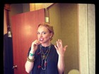Lindsay Lohan fuma e escova os dentes ao mesmo tempo