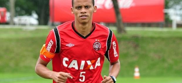 Cleberson, volante do Atlético-PR (Foto: Divulgação/Site oficial do Atlético-PR)