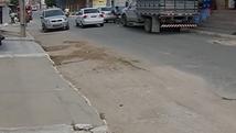 Desnível em rua pode provocar acidentes (Reprodução/TV Asa Branca)