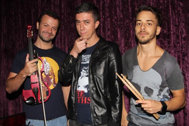 Junior Lima com os outros integrantes da banda Dexterz em show em São Paulo (Foto: Leo Franco e Thiago Duran/ Ag. News)