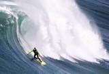 Maya e Burle voltam ao mar de Nazar� com jet ski s� para seguran�a