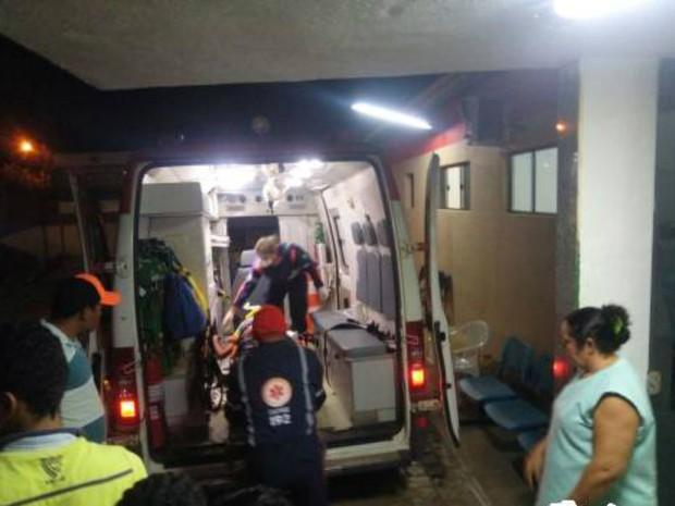 Homem chegou a ser socorrido, mas morreu no caminho do hospital  (Foto: Marcelino Neto/O Câmera )
