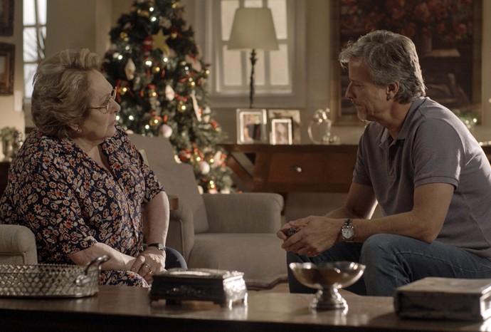 Vittorio conta toda a história da loira para a mãe (Foto: TV Globo)