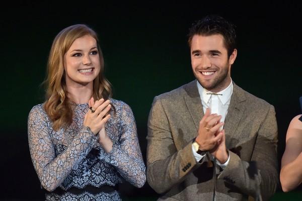 A atriz Emily VanCamp e seu noivo, o ator Josh Bowman (Foto: Getty Images)