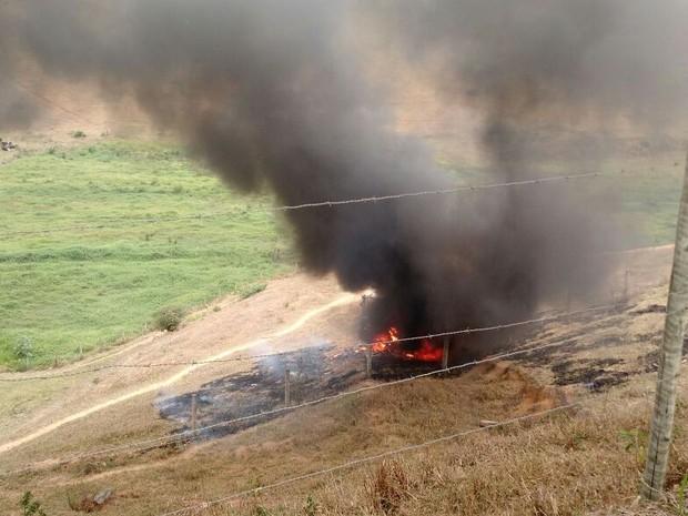 Caminhão fica completamente destruido após acidente, no ES (Foto: Internauta de Gazeta Online)