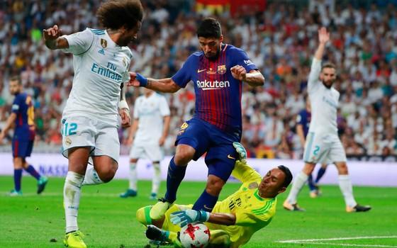 Real Madrid vence o Barcelona na Supercopa da Espanha. Os dois times estão entre os mais ricos do mundo (Foto: Getty Images)