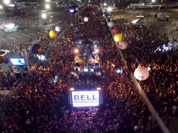 Bell Marques puxa o bloco Vumbora no Carnatal 2015 (Foto: Dinarte Mariz/DDrone)