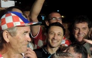 Festa Torcida da Croácia com Niko Kovac em frente ao Hotel (Foto: Lucas Liausu)
