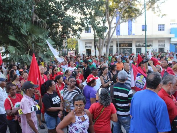 Centenas de manifestantes participaram de ato contra o presidente em exercídio (Foto: Ellyo Teixeira/ G1)