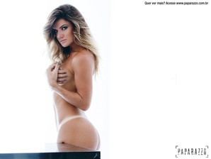 Mirella Santos paparazzo