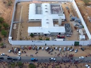Detentos fizeram uma rebelião no presídio de Santa Cruz do Capibaribe (Foto: Ney Lima/Divulgação)