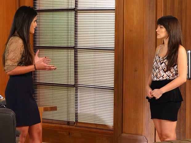 Isadora capricha na falsidade para se aproximar de Carolina (Foto: Guerra dos Sexos / TV Globo)