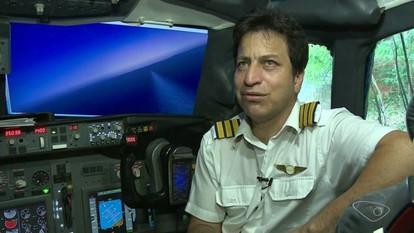 Marceneiro realiza sonho e constrói simulador de voo em casa no ES