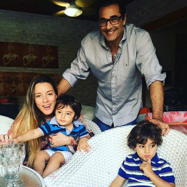 Luciano Szafir e Luhanna Melloni com os filhos, David e Mikael (Foto: Instagram/ Reprodução)