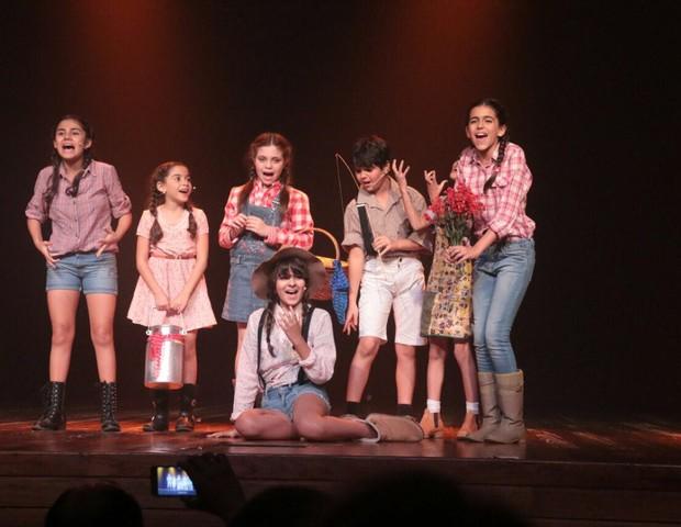 Crianças em uma peça do Bàllo Centro de Dança  (Foto: Divulgação)