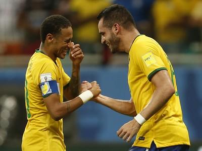 Neymar Renato Augusto Brasil x Peru (Foto: André Mourão / MoWA Press)