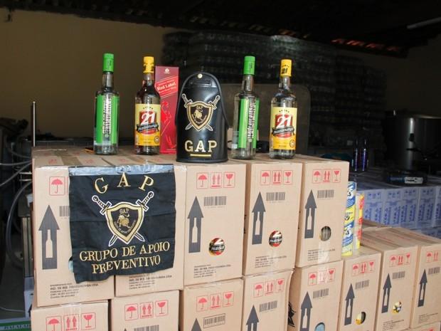 Bebidas cladestinas embaladas prontas para venda, em Monte Mor (Foto: Marcelo Pendezza / Prefeitura de Monte Mor)