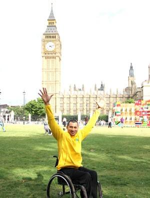 Clodoaldo visita o Big Ben (Foto: Gustavo Carvalho / Divulgação)