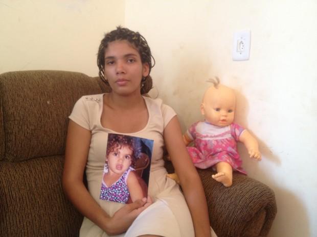Mãe faz apelo ao pai da criança desaparecida, para que ele a deixe ver a filha (Foto: Monique Almeida/G1)