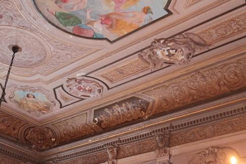 Foto (Foto: Afresco deteriorado na Sala do Trono)