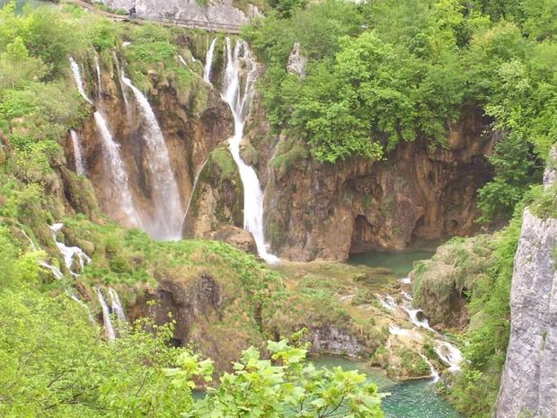 Quedas d'água, cachoeiras, e lagos de água cristalina são algumas das atrações do parque  (Foto: Regina Celia Travaglini/VC no G1)