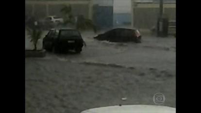 Chuva forte atinge pontos do Rio de Janeiro neste sábado (12)