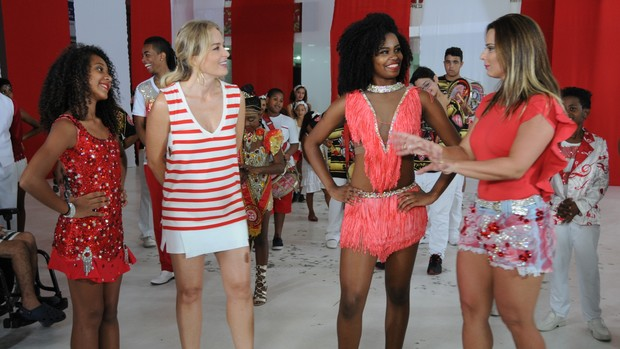 Estrelas: Angélica cai no samba com Viviane Araújo (Divulgação)