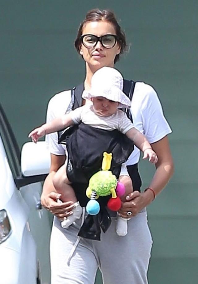Irina com sua linda bebê (Foto: AKM-GSI)