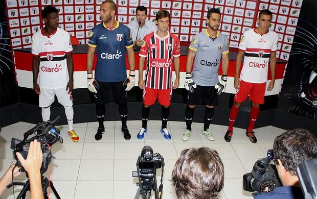 Botafogo-SP apresenta uniforme para o Paulistão 2013 (Foto: Cleber Akamine/globoesporte.com)