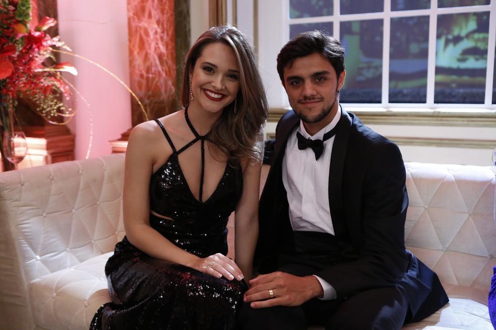 Juliana Paiva encontra Felipe Simas nos bastidores do 'Melhores do Ano' (Foto: Ellen Soares/Gshow)