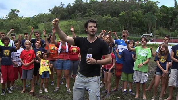 Jonas Almeida aproveita o verão e as férias em um colônia em Pinda. (Foto: Reprodução/TV Vanguarda)