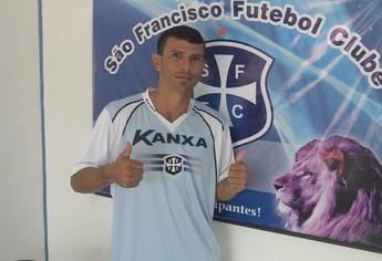 Sinésio, lateral São Francisco (Foto: Gustavo Campos/GloboEsporte.com)