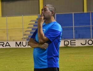 Domício Leite, técnico e vice-presidente do Lucena (Foto: Hévilla Wanderley / GloboEsporte.com/pb)