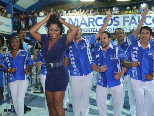 Adriana Bombom na quadra da Portela, na Zona Norte do Rio (Foto: Daniel Pinheiro/ Ag. News)